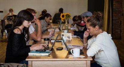 La digitalización es uno de los desafíos a los que tiene que enfrentarse la formación profesional.