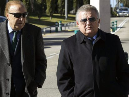 El expresidente del Valencia, Pedro Cortés, a la derecha, en una imagen de archivo.