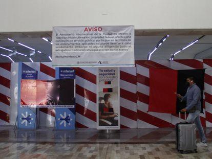 Banderas de huelga en los mostradores de Interjet, en al Aeropuerto Internacional de Ciudad de México, en febrero pasado.