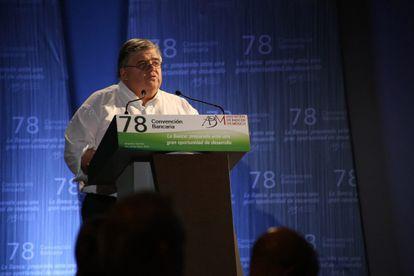 El gobernador del Banco de México, Agustín Carstens, este jueves