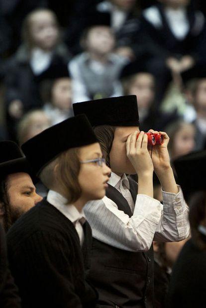 Niños en una concentración de judíos ultraortodoxos en Bnei Brak.