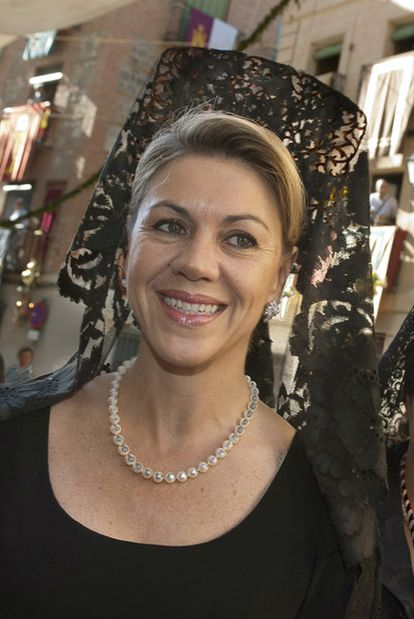 María Dolores de Cospedal, con mantilla, en la procesión.