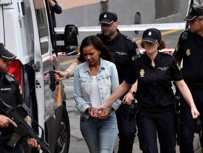Ana Julia Quezada, a su llegada a la Audiencia Provincial de Almería este jueves. En vídeo, Ana Julia dijo a los agentes que le habían colocado el cuerpo de Gabriel en el maletero para perjudicarla.