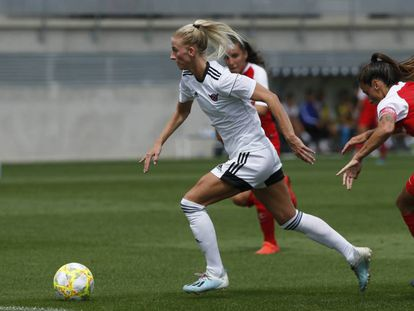 Sofia Jakobsson, del Tacón, en un partido de pretemporada contra el Sevilla en Valdebebas.