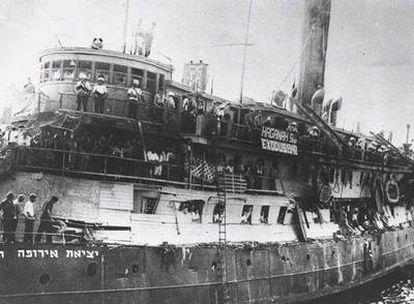 Llegada del buque Exodus, repleto de supervivientes del Holocauto, al puerto de Haifa en 1947.