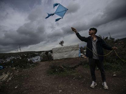 Un hombre en el campamento de Moria, Lesbos, el pasado 4 de marzo.