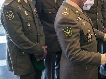 Militares españoles en la base de la Brigada Logística del Ejército, en Zaragoza, el pasado diciembre.