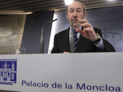 Rubalcaba, durante la rueda de prensa en La Moncloa.