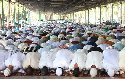 Momento de oración en el recinto de la Fira de Lleida.