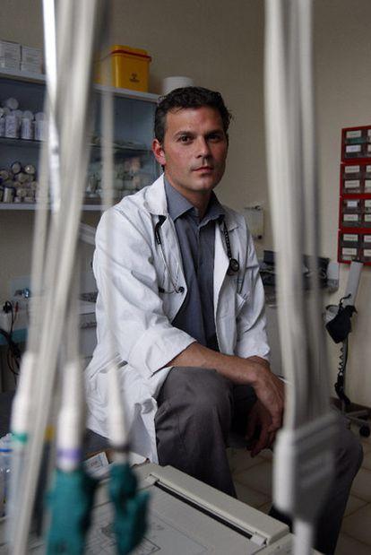 Alexander Perkins, médico residente en Madrid.