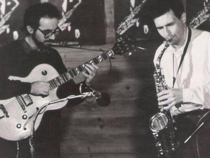Carlos Gonzálbez y Perico Sambeat en un concierto de los 80.