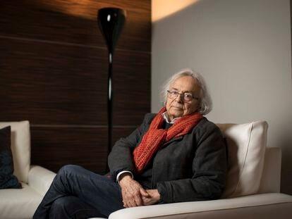 El poeta Adonis (Al Qasabin, Siria, 1930), en entrevista en la Casa Árabe de Madrid, en enero de 2019.
