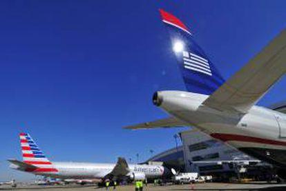 La nueva compañía, forjada tras varios años de negociaciones, realiza cerca de 6.700 vuelos diarios y sirve más de 330 destinos en 54 países. EFE/Archivo