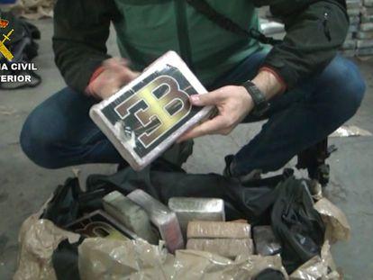 Una de las mafias del Guadalquivir ha conseguido convertirse en transportista de una peligrosa banda marroquí-holandesa de la cocaína