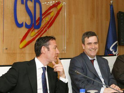 El exciclista Pipe Gómez, junto al secretario de Estado para el Deporte, Miguel Cardenal, en 2012.