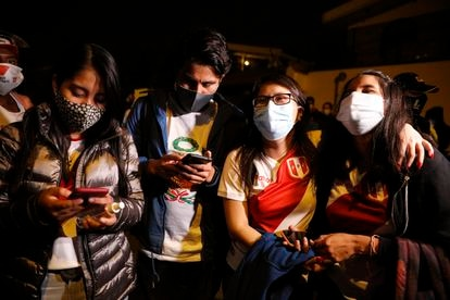 Some supporters of Keiko Fujimori check their cell phones this Sunday in Lima.