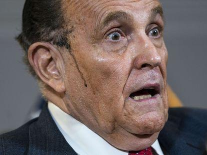 Rudy Giuliani, durante la rueda de prensa de este jueves en Washington para presentar supuestas pruebas de fraude electoral.