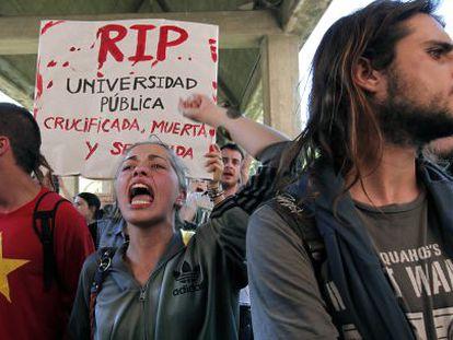 Protesta estudiantil en la sede de la Consejería de Educación en Valencia.