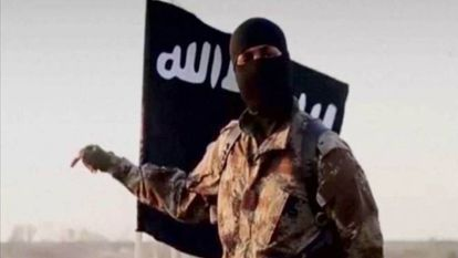 Un miembro del Estado Islámico encapuchado.