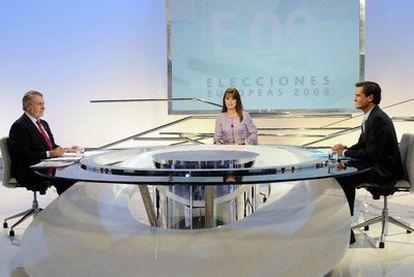 Debate entre Mayor Oreja (izquierda) y López Aguilar en Antena 3 en junio de 2009.