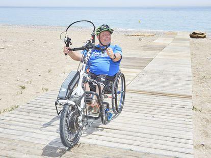 Un Willy Fog en silla de ruedas