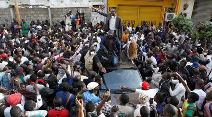 Youssou N'dour en la plaza de la Independencia, donde la Policía ha prohibido las protestas antigubernamentales.