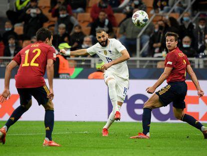 El francés Karim Benzema anota el gol del empate.
