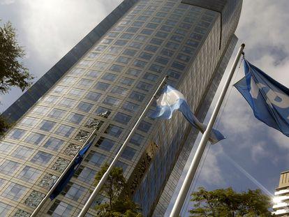 La sede central de la petrolera argentina YPF, en Buenos Aires.