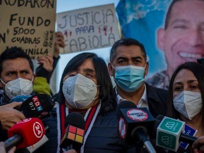 Fabiola Campillai, víctima de una granada de la policía que la dejó ciega en 2019, en una rueda de prensa el pasado julio en Santiago de Chile.