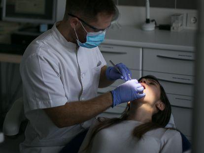 Presentación del servicio municipal de dentista para usuarios derivados por servicios sociales.
