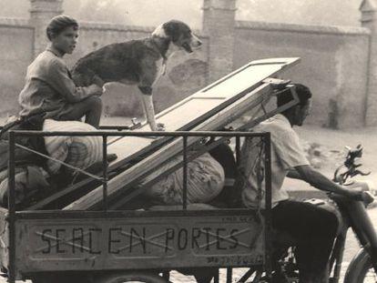 'Se acen portes', fotografía de Ontañón, realizada en Barcelona en 1955.