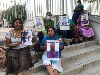 Familiares de los yaquis desaparecidos en una manifestación para exigir justicia, este mes, en la ciudad de Hermosillo, Sonora.