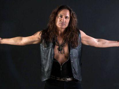 En vídeo, José Antonio Manzano en concierto con la banda Banzai.
