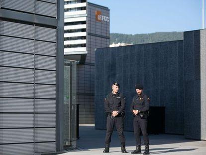 La Guardia Civil, en el registro de la sede de Infraestructuras.
