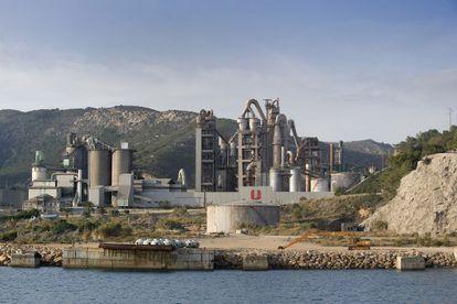 La fábrica de cemento de Uniland, en Vallcarca (Garraf), está ahora cerrada.