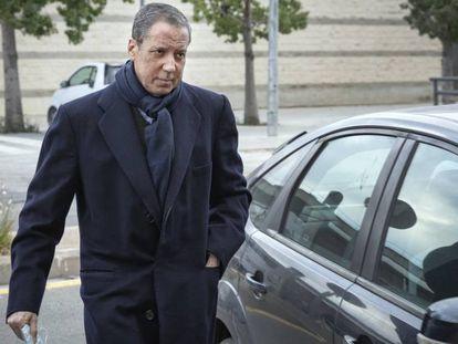 Eduardo Zaplana, en febrero, al llegar a los juzgados de Valencia.