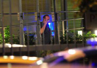 El secretario de Seguridad, Sergio Berni, llega al piso del fiscal Nisman la noche del domingo.