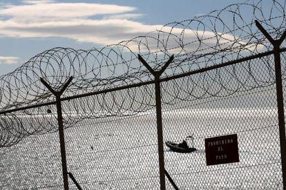 La Guardia Civil vigila la zona de la frontera con Marruecos.