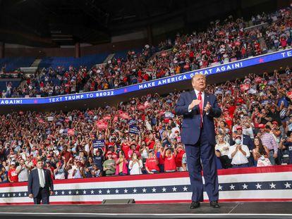 Donald Trump, este sábado a su llegada al estadio BOK en Tulsa (Oklahoma).