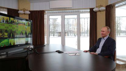 El presidente ruso, Vladimir Putin, en una videoconferencia, este lunes.