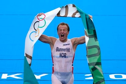 Kristian Blummenfelt celebra la victoria.