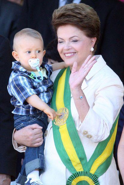 Dilma Rousseff con su nieto Gabriel el día de la fiesta de la Independencia de Brasil.