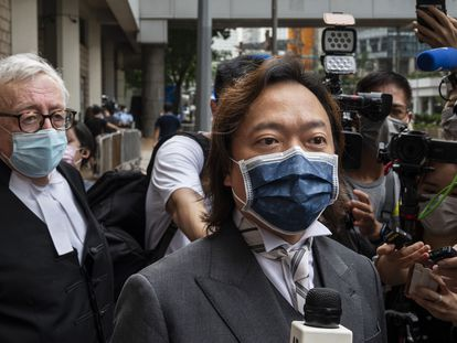 El abogado de Tong Ying-Kit,  Lawrence Lau, se dirige a los medios ayer en Hong Kong.