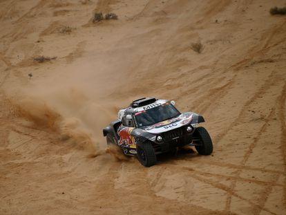 Stéphane Peterhansel, con su Mini, en la décima etapa del Rally Dakar.
