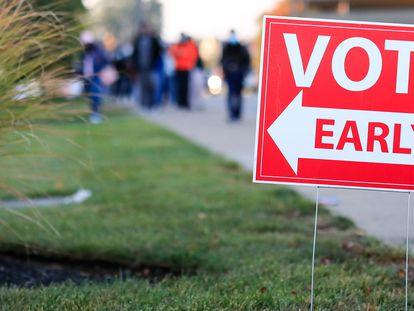 Cartel que indica el acceso a un centro de votación en Noorwood (Ohio).