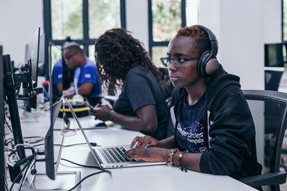 Un programador informático de la empresa Andela, socia de Caspar Coding, en Nairobi, Kenia.