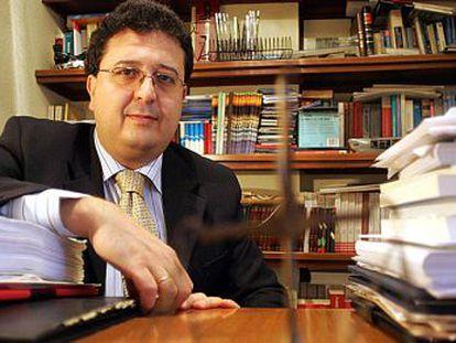 El juez Francisco Serrano, en su despacho.