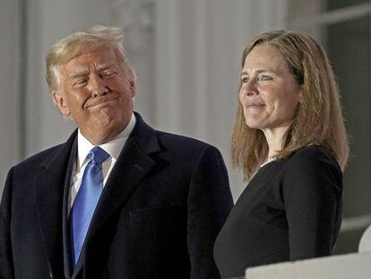 Donald Trump y Amy Barrett posan en la Casa Blanca el pasado martes.