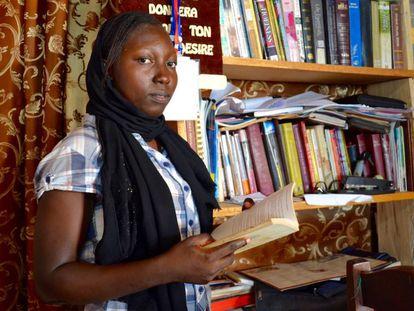 Blita Mariette Douka, que estudia segundo de Biología en la universidad de Maroua, en la casa en la que reside durante el curso en la capital.