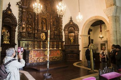 Chapel of Meirás, in one of the guided tours required by its status as an asset of cultural interest.